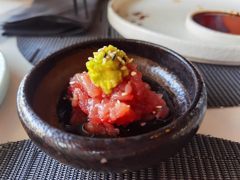 piatto di tartare di tonno