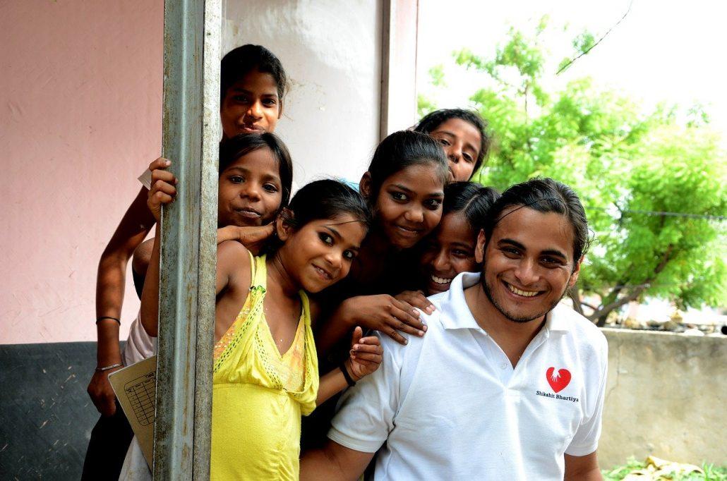 volontari e bambini