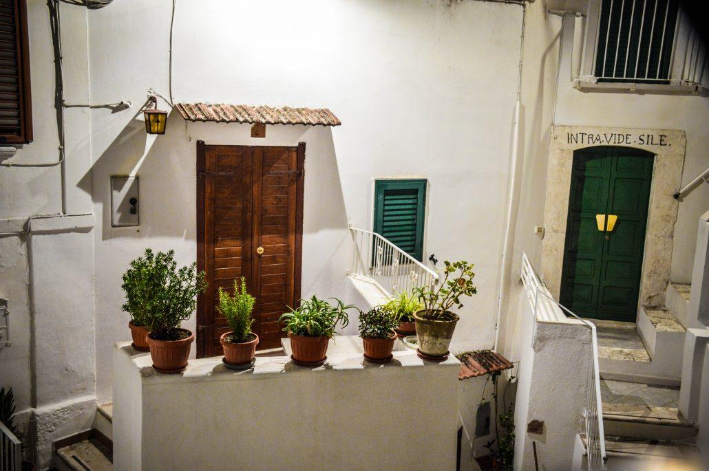 casa con porte verdi peschici