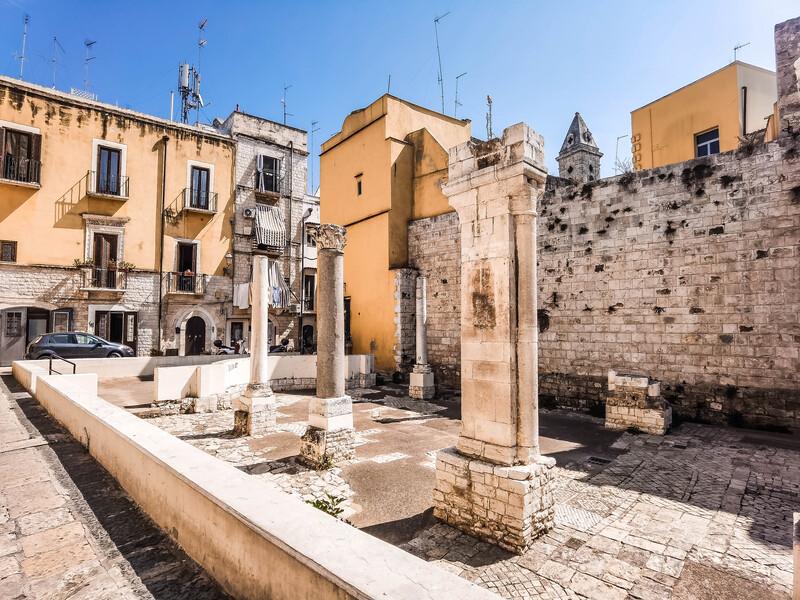 ruderi di santa maria del buonconsiglio di bari, colonne e capitelli