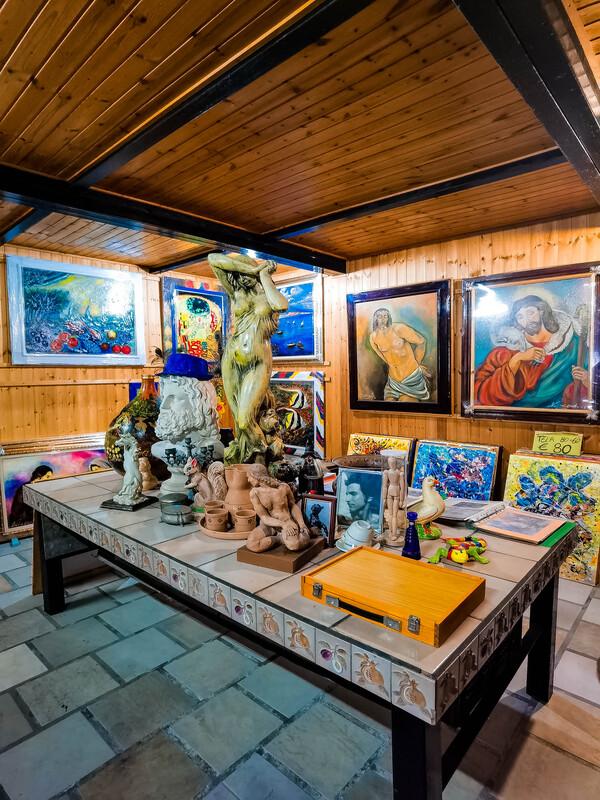 statue e opere di fede dell'artista Brunetti nel suo eremo