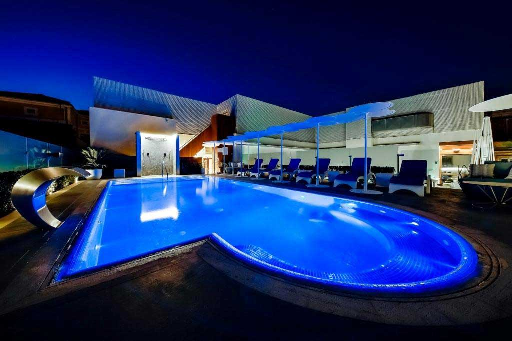 sky blu terrazza aleph hotel roma vista piscina di sera