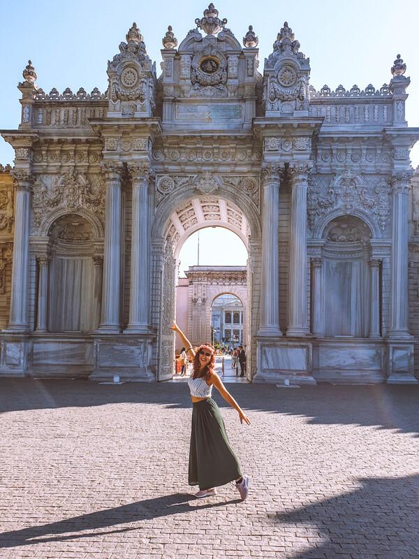 Palazzo-Dolmabahce-e-ragazza