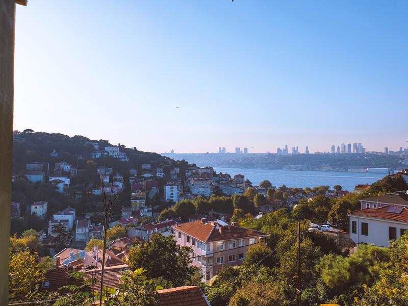 vista della città di istanbul da kuzguncuk