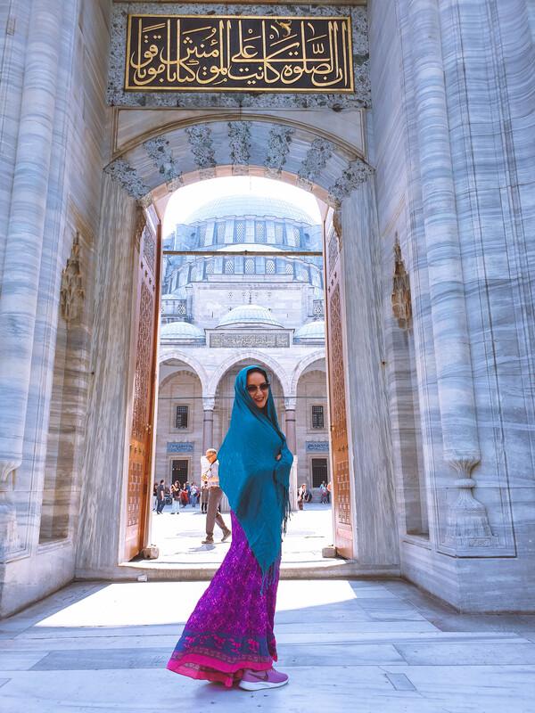 moschea di solimano ragazza con capo coperto