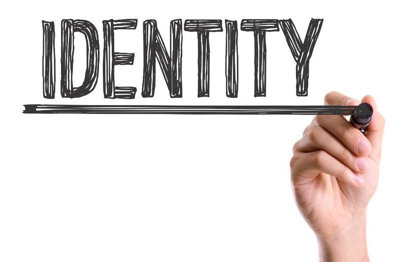 definire l'identità su instagram