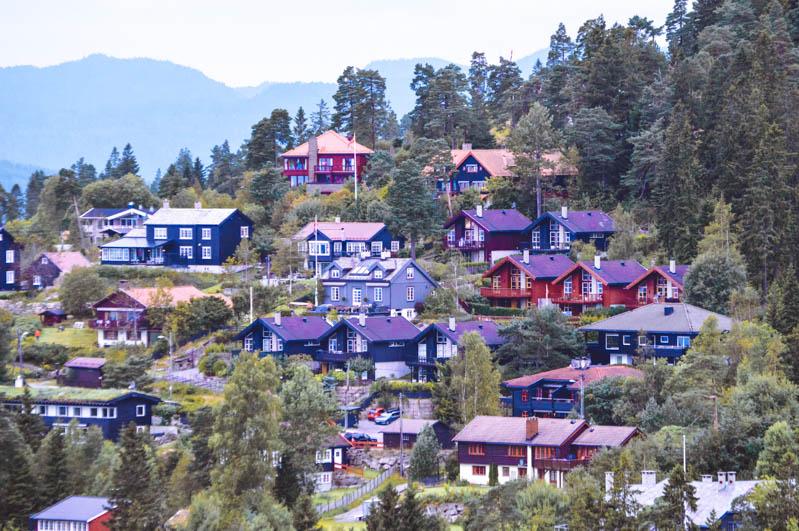case colorate viste dall'alto da holmenkollen