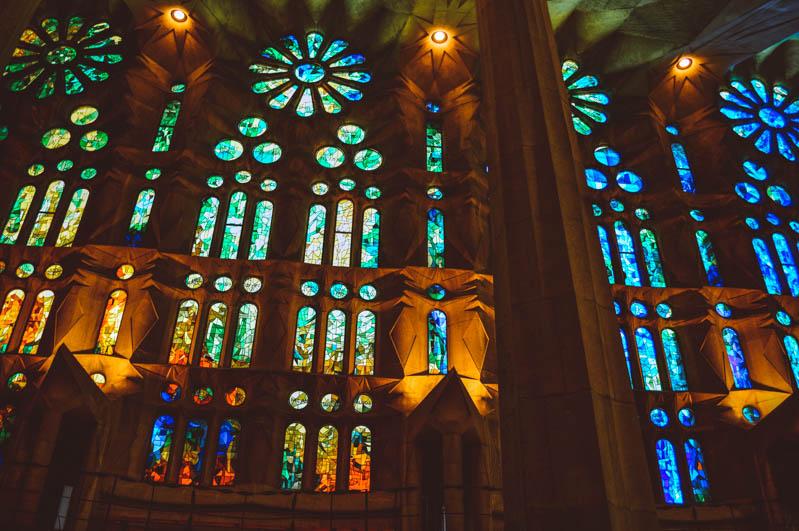 vetrate colorate degli interni della sagrada familia