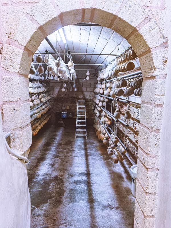 grotta per la stagionatura dei formaggi
