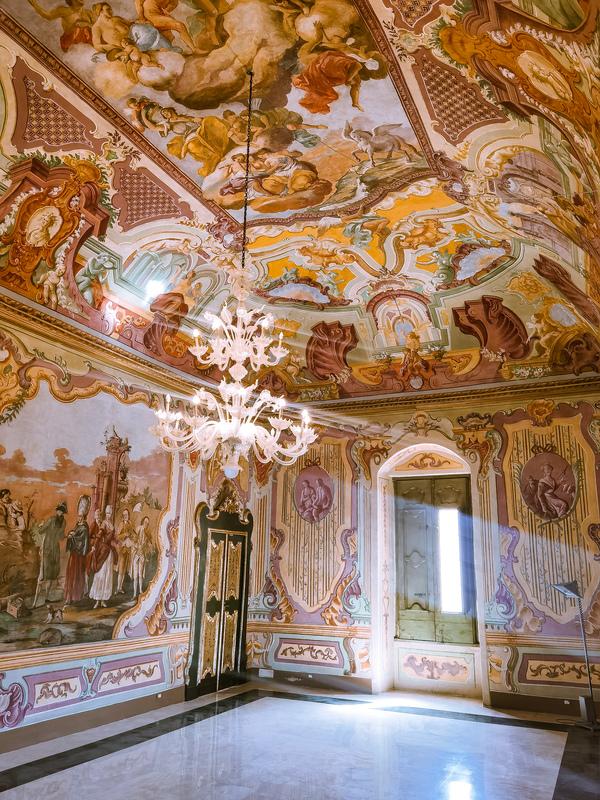 interno del palazzo ducale di martina franca: cosa vedere in valle d'itria