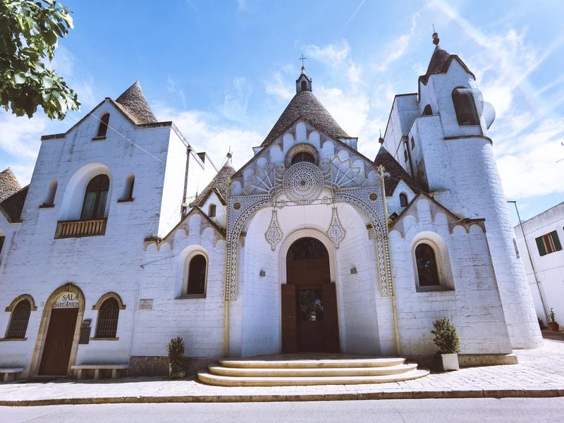 facciata chiesa sant'antonio di padova alberobello